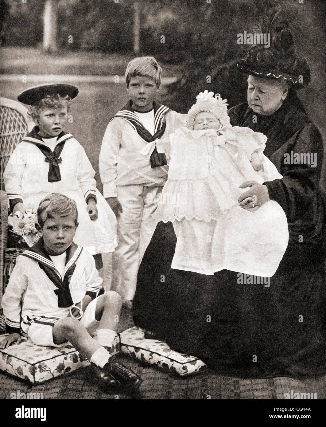 Queen Victoria and her great grand-children, from left to right, Prince Albert (future George VI), Princess Mary Stock Photo