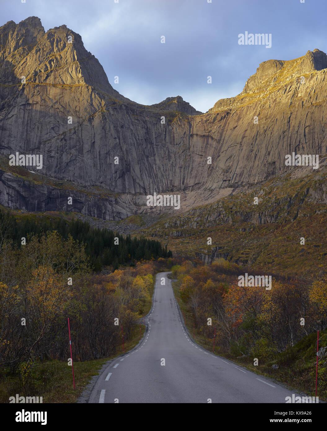 Road to Nusfjord, Flakstadoya, Lofoten islands, Nordland, Norway.  Cliff face of Stjerntinden Stock Photo
