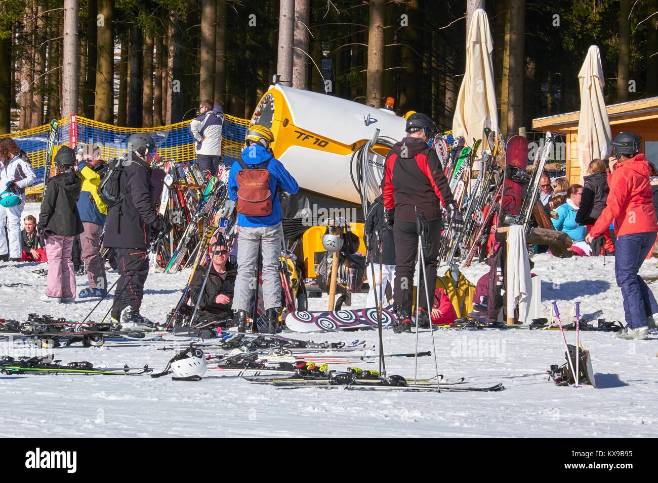 WINTERBERG, GERMANY - FEBRUARY 15, 2017: Skiers taking a break at noon in the sun at Ski Carousel Winterberg - Stock Image