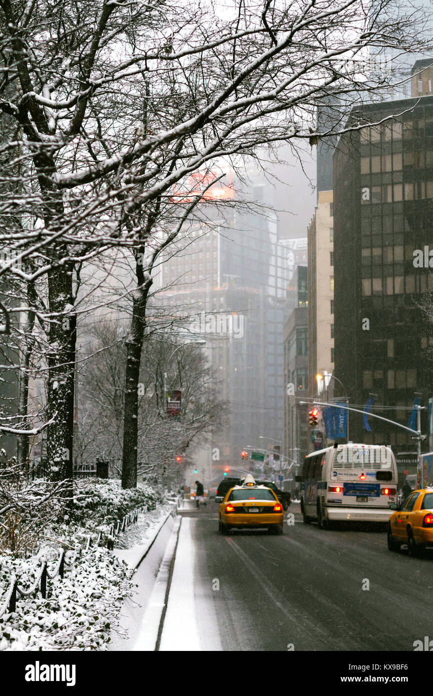 Traffic in a snow storm in lower Manhattan, New York City, NY. USA - Stock Image