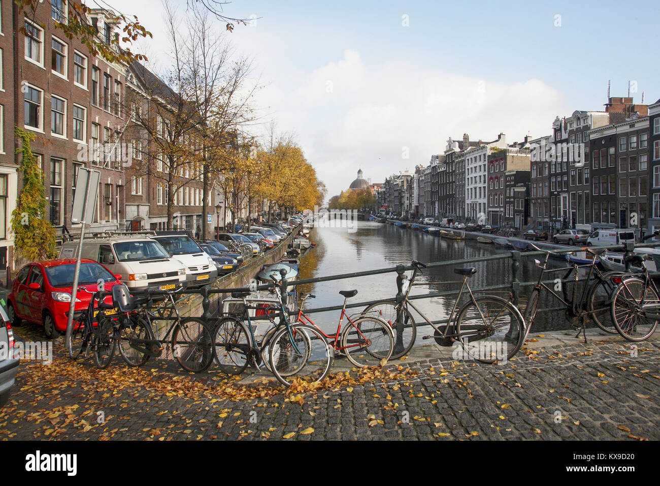 Kaizersgracht with houseboats at the quays 2007 - Stock Image