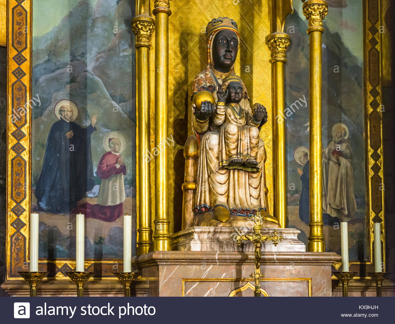 Statue of the Virgin Mary inside the Cathedral of the Holy Cross and Saint Eulalia in Barcelona, Catalonia, Spain. Stock Photo