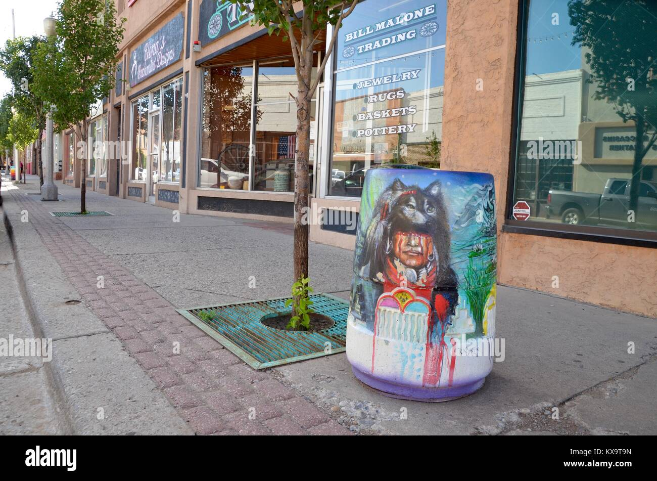 trash cans painted with tribal indian images gallup new mexico - Stock Image