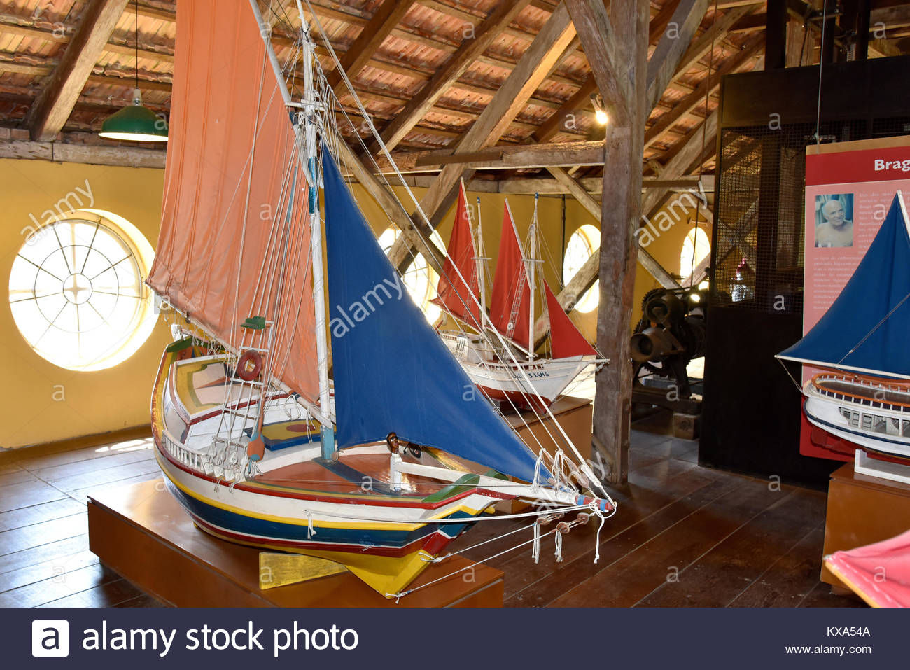Embarcações em exposição no Museu Nacional do Mar no centro histórico da cidade, São - Stock Image