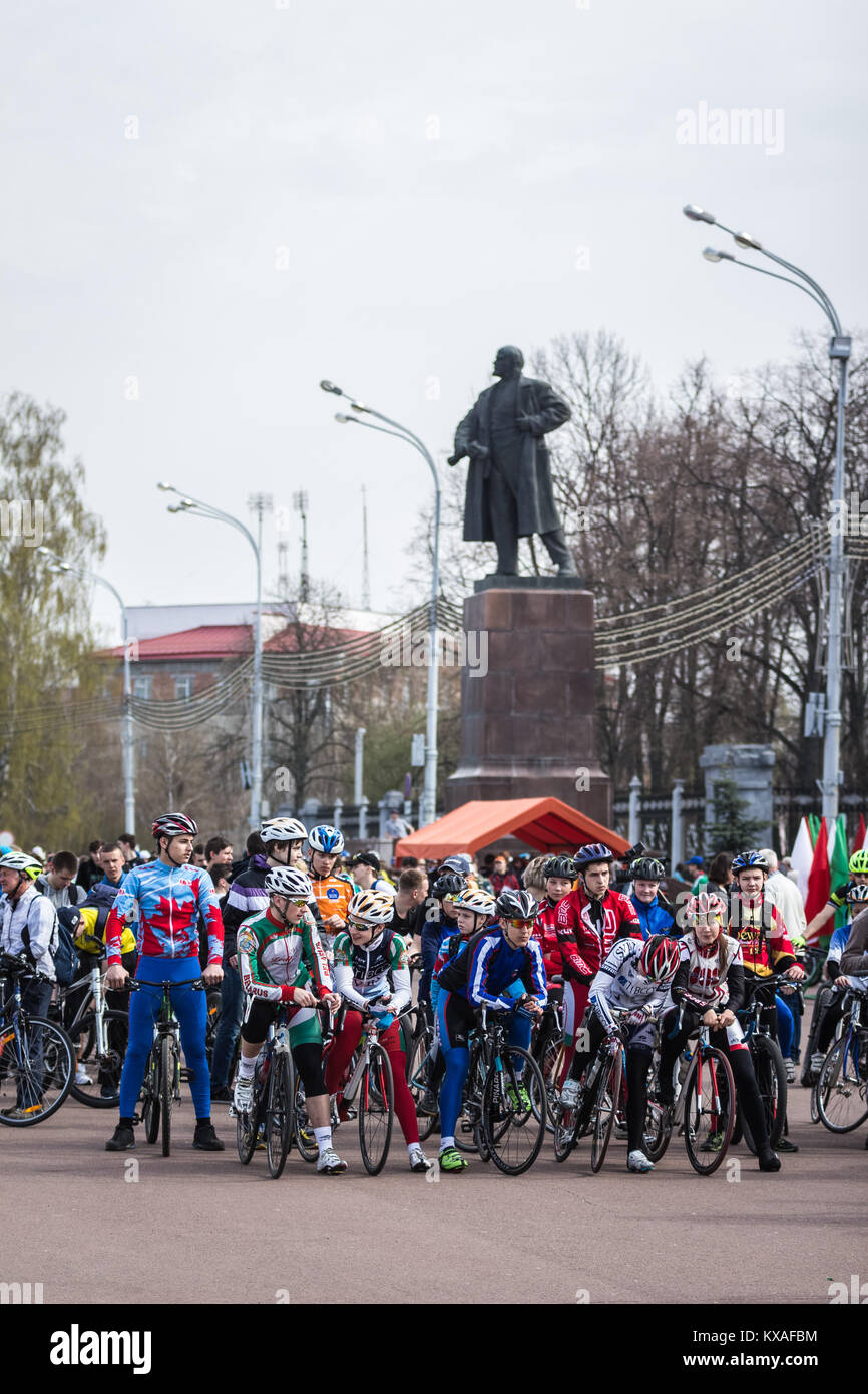 Gomel, Belarus - April 10, 2016: Bicyclists city Gomel getting ready to start the bike ride on Lenin Square - Stock Image