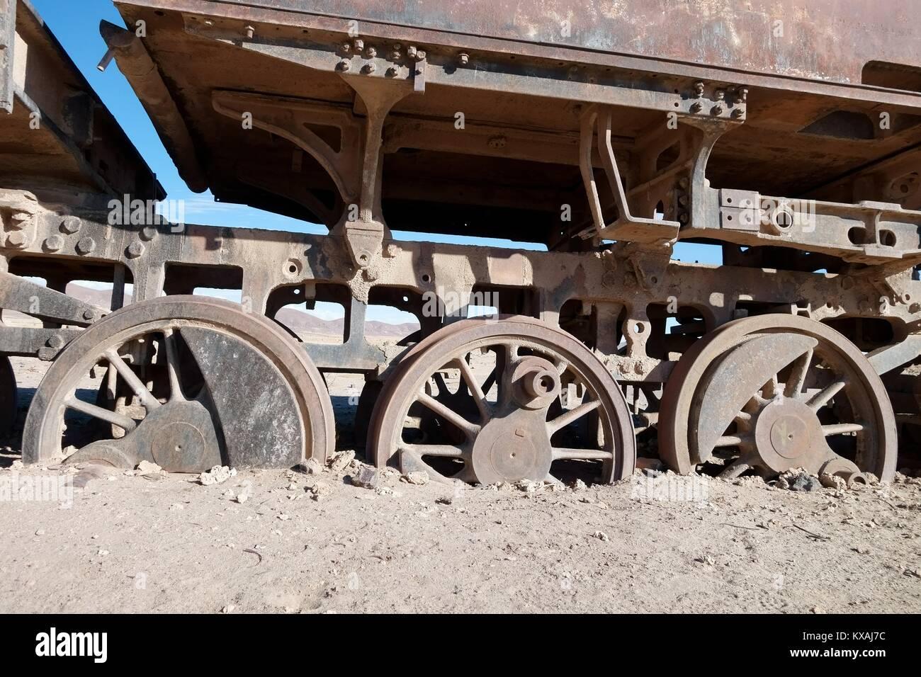 Wagon with sunken wheels at the railway cemetery, Uyuni, Potosi, Bolivia - Stock Image