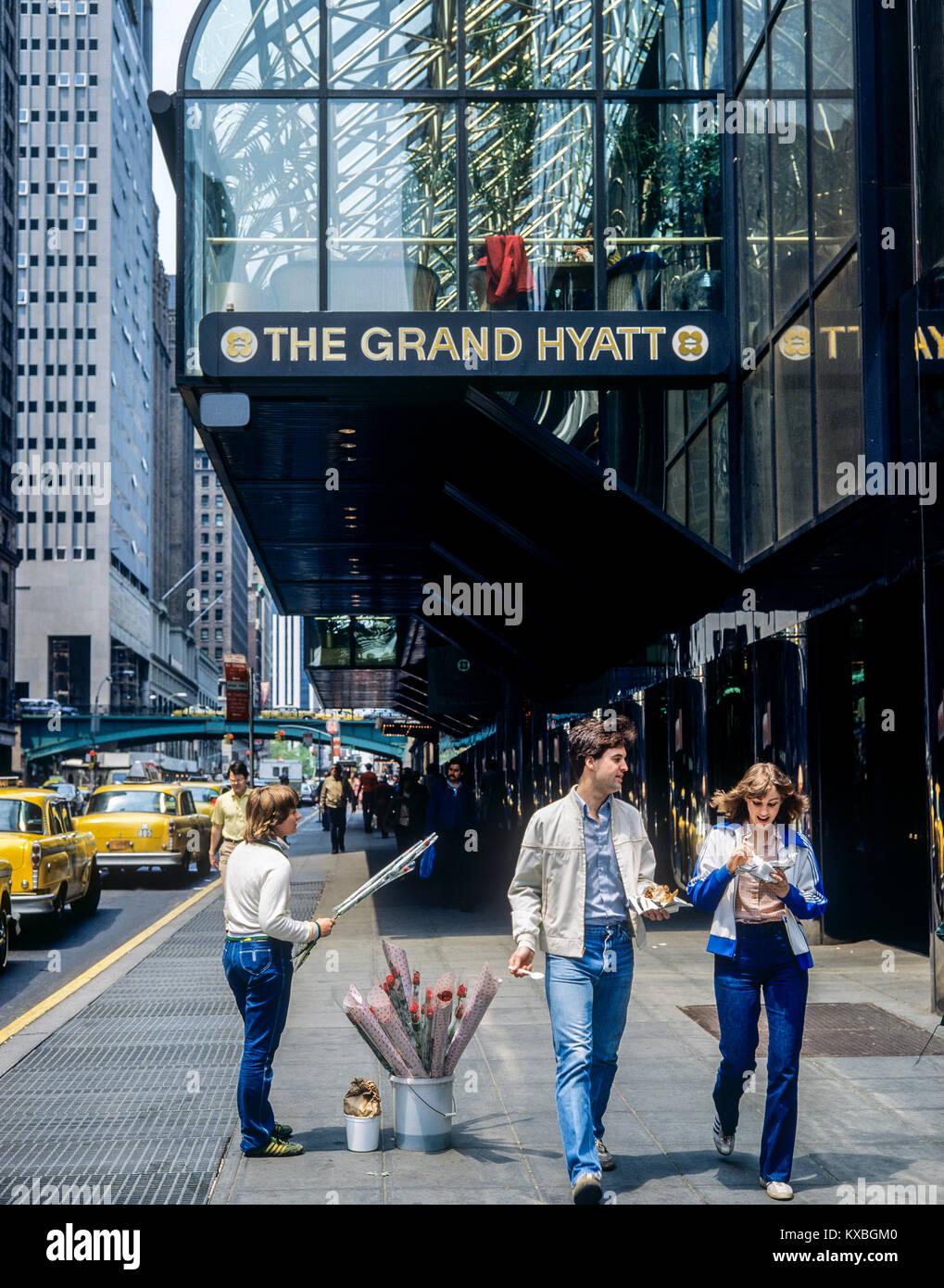 May 1982,New York,flowers vendor,The Grand Hyatt hotel,East 42nd street,Manhattan,New york City,NY,NYC,USA, - Stock Image
