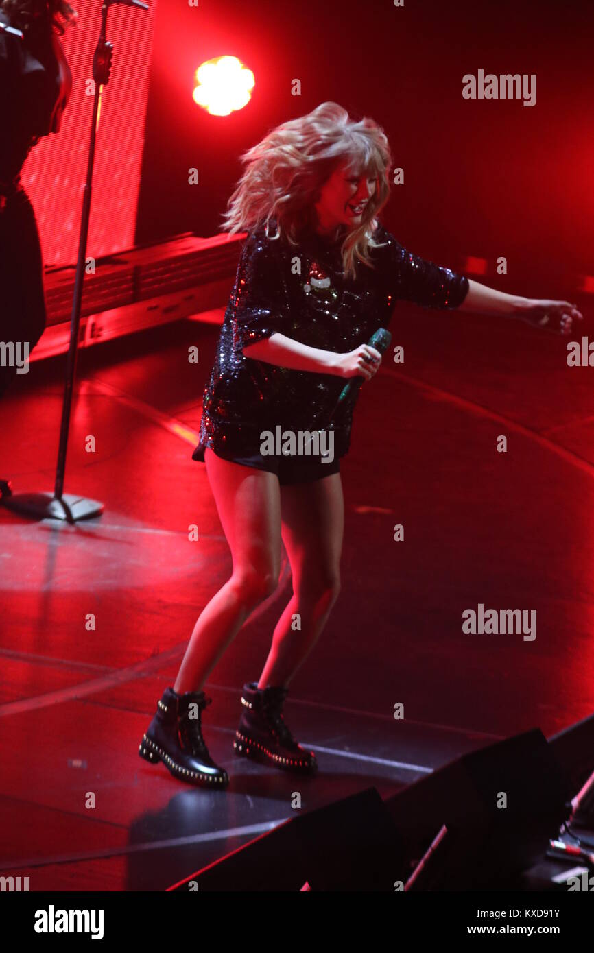 Taylor swift 2017 stock photos taylor swift 2017 stock images alamy for Jingle ball madison square garden
