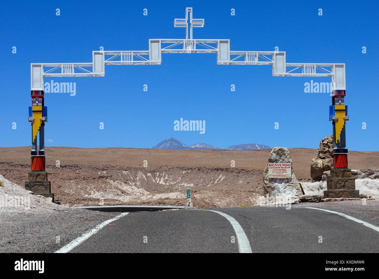 Arch over the main road welcomes visitors, Santiago de Rio Grande, El Loa, Antofagasta, Chile - Stock Image