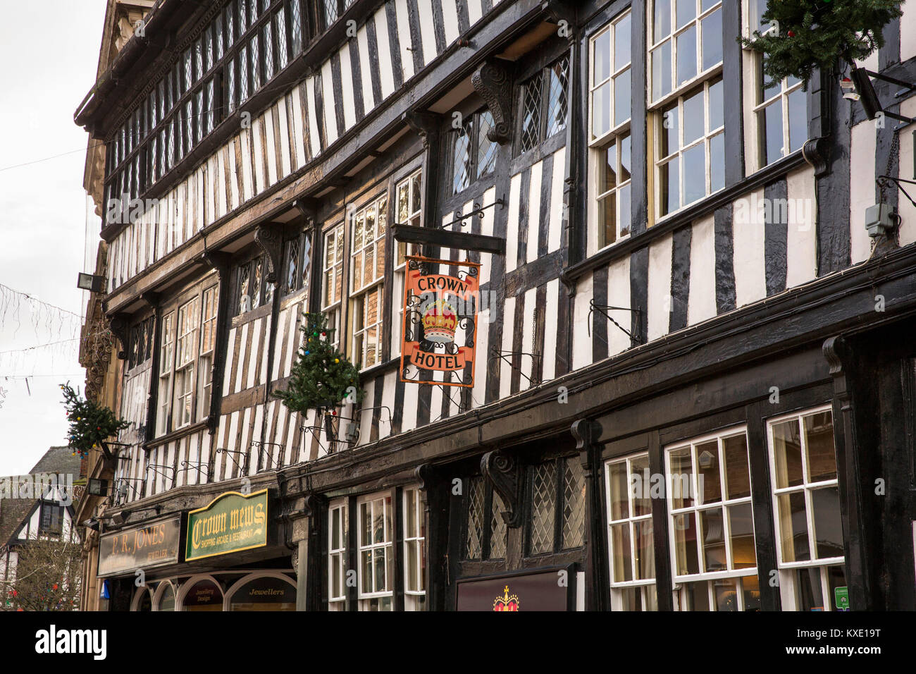 UK, England, Cheshire, Nantwich, High Street, Crown Hotel, wooden structure of 1583 public house - Stock Image