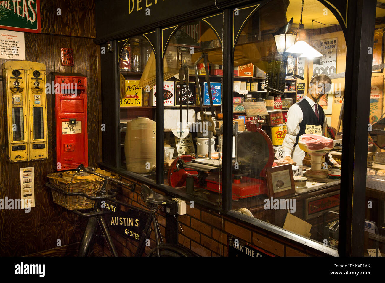 UK, England, Cheshire, Nantwich, Hospital Street, AT Welch (Austin's) Yesteryear Shop display Stock Photo