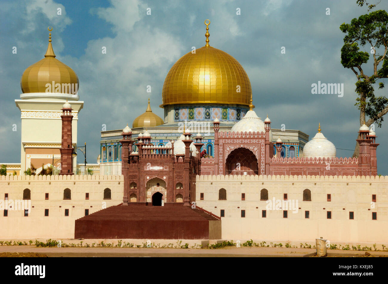 Scale Models or Replicas of the Dome of the Rock, Jerusalem & Badshahi Mosque, Lahore, at the Islamic Heritage - Stock Image