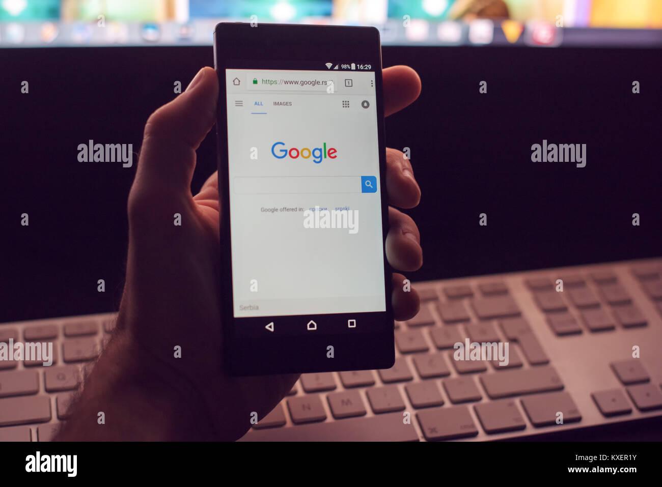 NOVI SAD, SERBIA - JANUARY 05, 2018: Google web page on Sony Xperia Z5 smartphone device, illustrative editorial - Stock Image