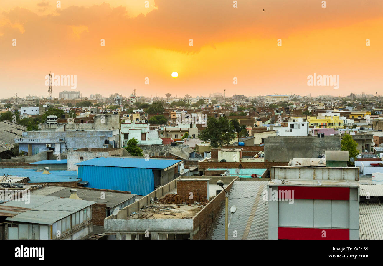 Densely populated area of Ahmedabad as seen from the Ahmedabad - Vadodara Expressway during sunset. - Stock Image
