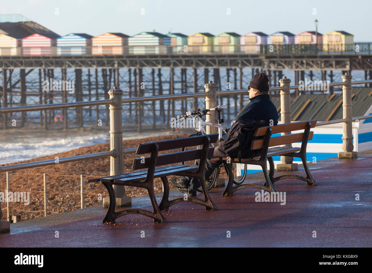 Hastings, East Sussex, UK. 10 January 2018. A bright and sunny start to the day in Hastings with lots of people - Stock Image