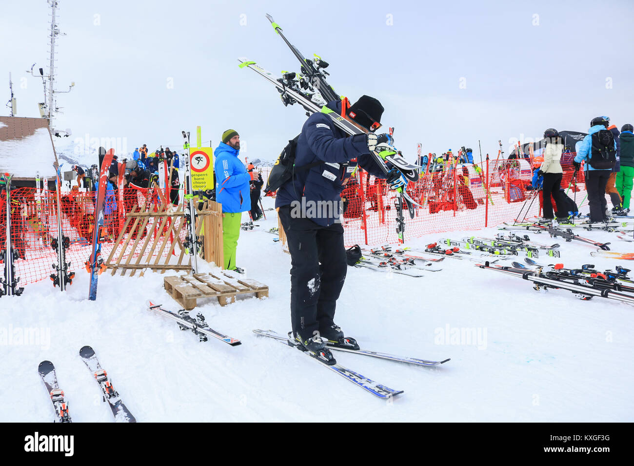 Lauberhorn Wengen, Switzerland. 10th Jan, 2018. Participants train ahead of FIS Alpine Ski World Cup held in Lauberhorn - Stock Image