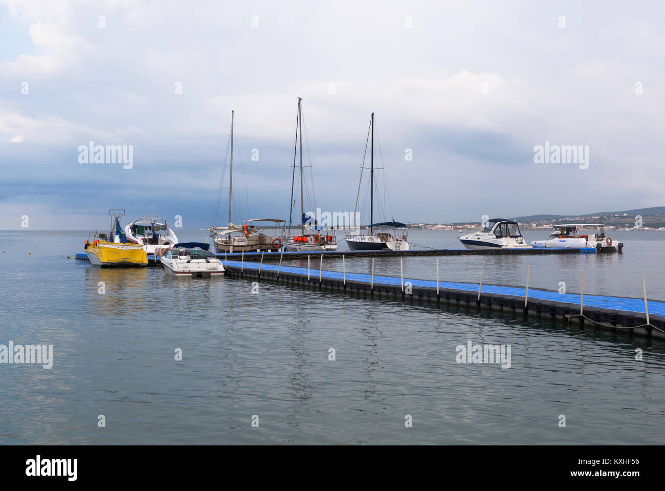 Gelendzhik, Krasnodar region, Russia - 16 July 2015: Boats and yachts at the floating pier in Gelendzhik Bay early - Stock Image