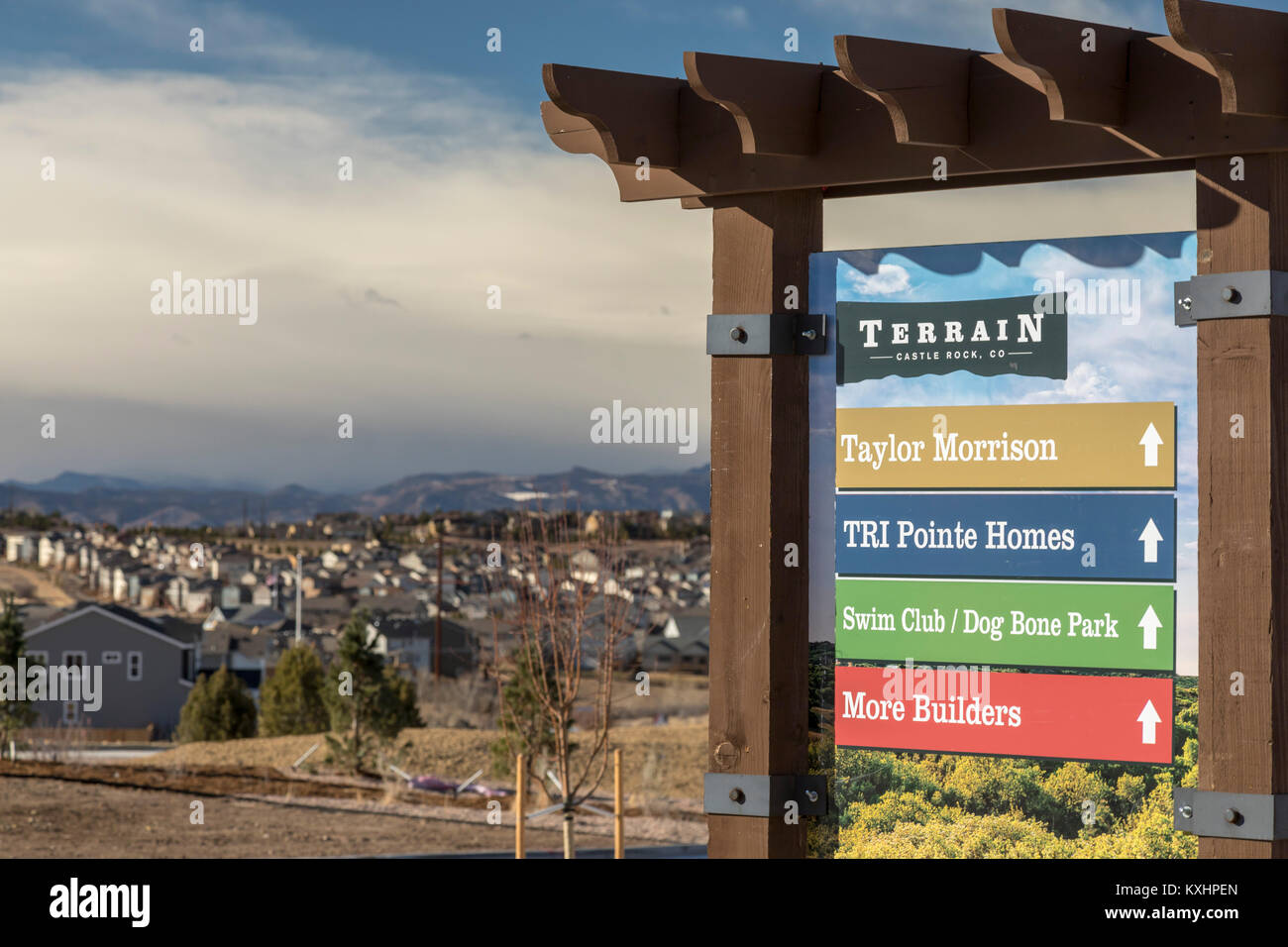 Castle Rock, Colorado - A sign points to new housing in the fast-growing Front Range Urban Corridor near Denver. - Stock Image