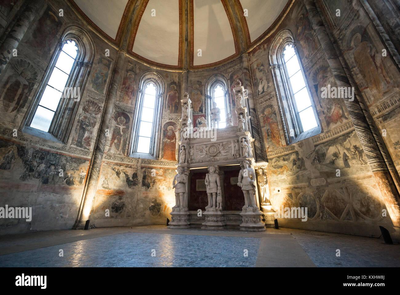 Naples. Italy. The 15th century church of San Giovanni a Carbonara. Caracciolo del Sole Chapel (Cappella Caracciolo - Stock Image