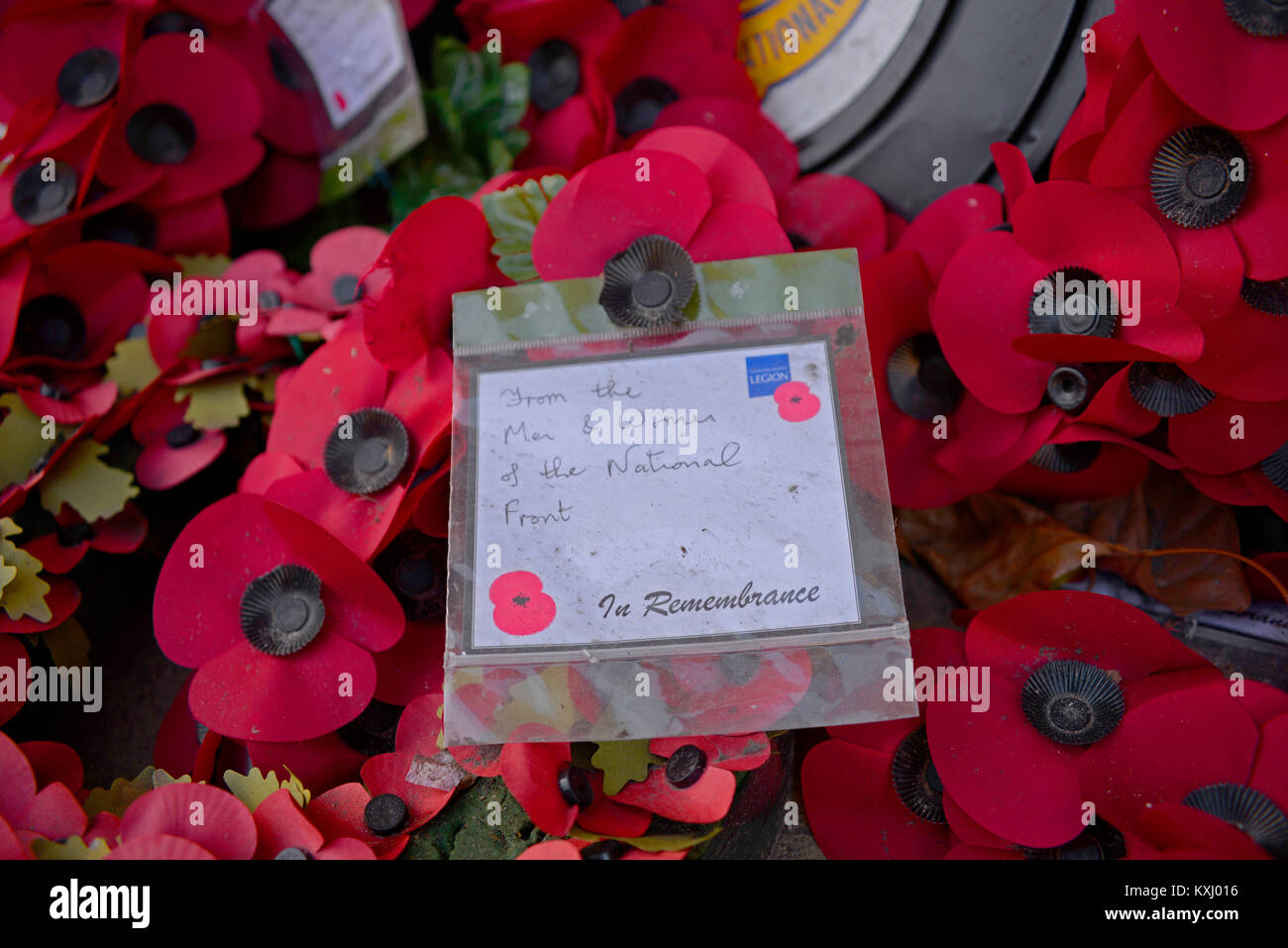 Commemorative remembrance poppy wreath with hand written note from the men and women of the National Front on Royal - Stock Image