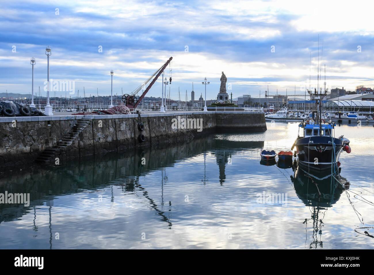 Fishing port of Santurtzi Vizcaya - Stock Image