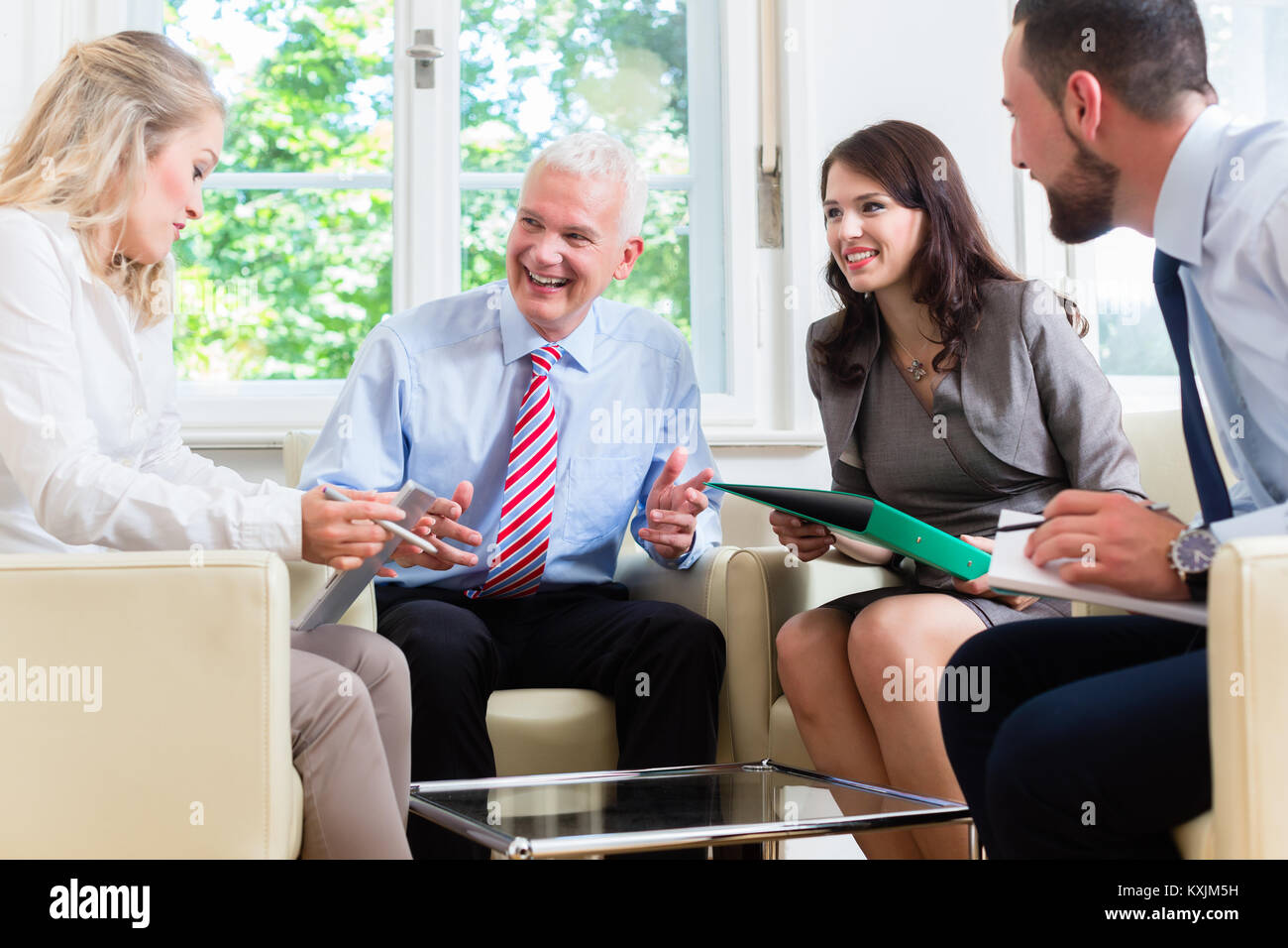 Businesspeople having discussion in office - Stock Image