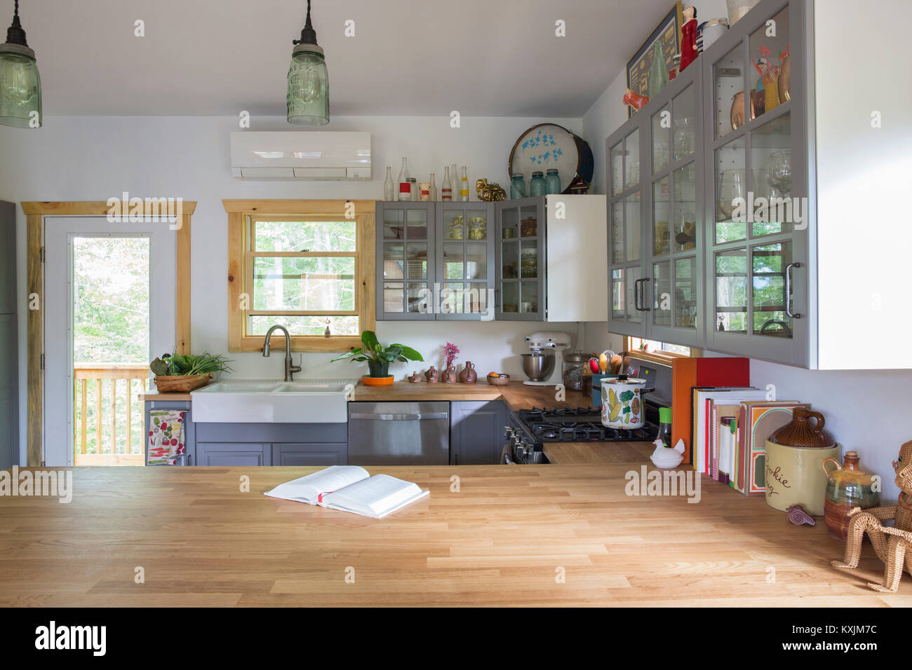 Open plan country kitchen - Stock Image