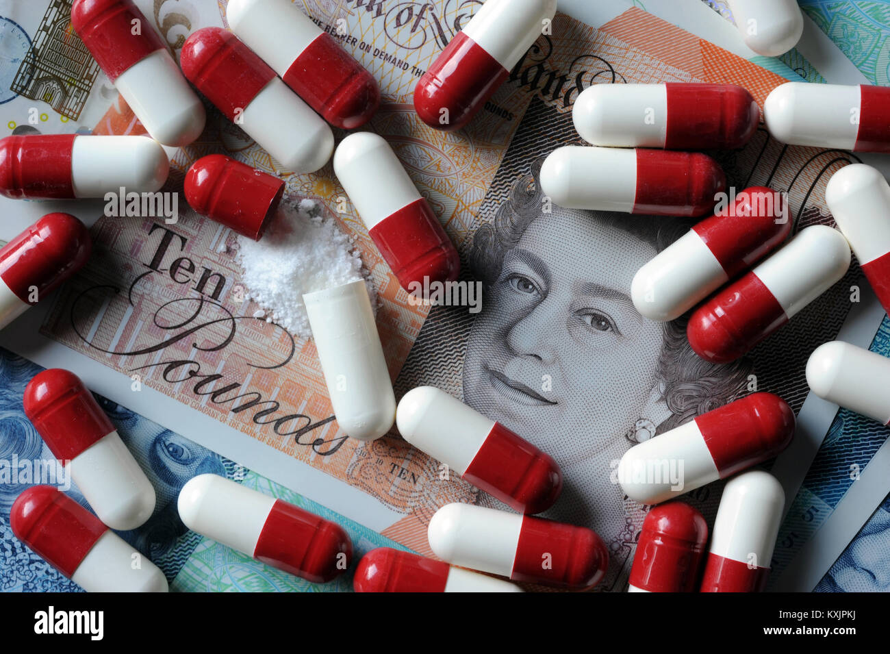 NEW BRITISH CURRENCY WITH MEDICATION CAPSULES RE COST OF HEALTHCARE PRESCRIPTIONS MEDICINE NHS GP DRUGS ETC UK - Stock Image