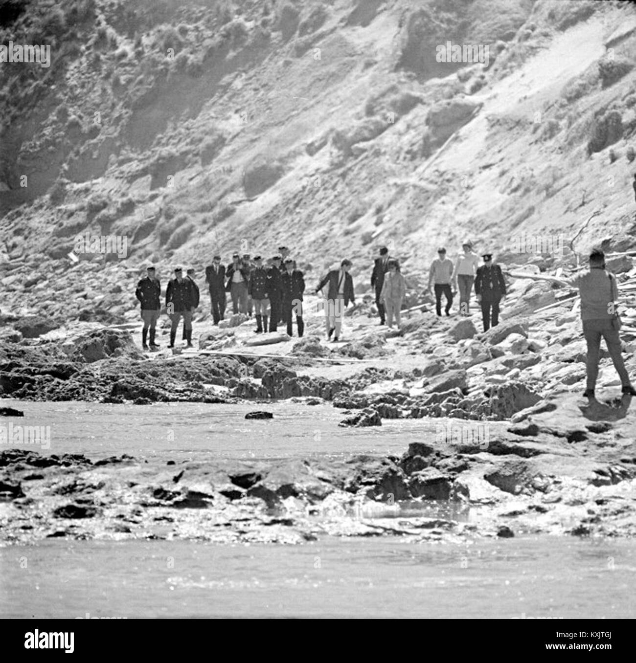 Searchers combing Cheviot Beach after Holt's disappearance, Harold Holt, Harold Edward Holt (5 August 1908 – - Stock Image