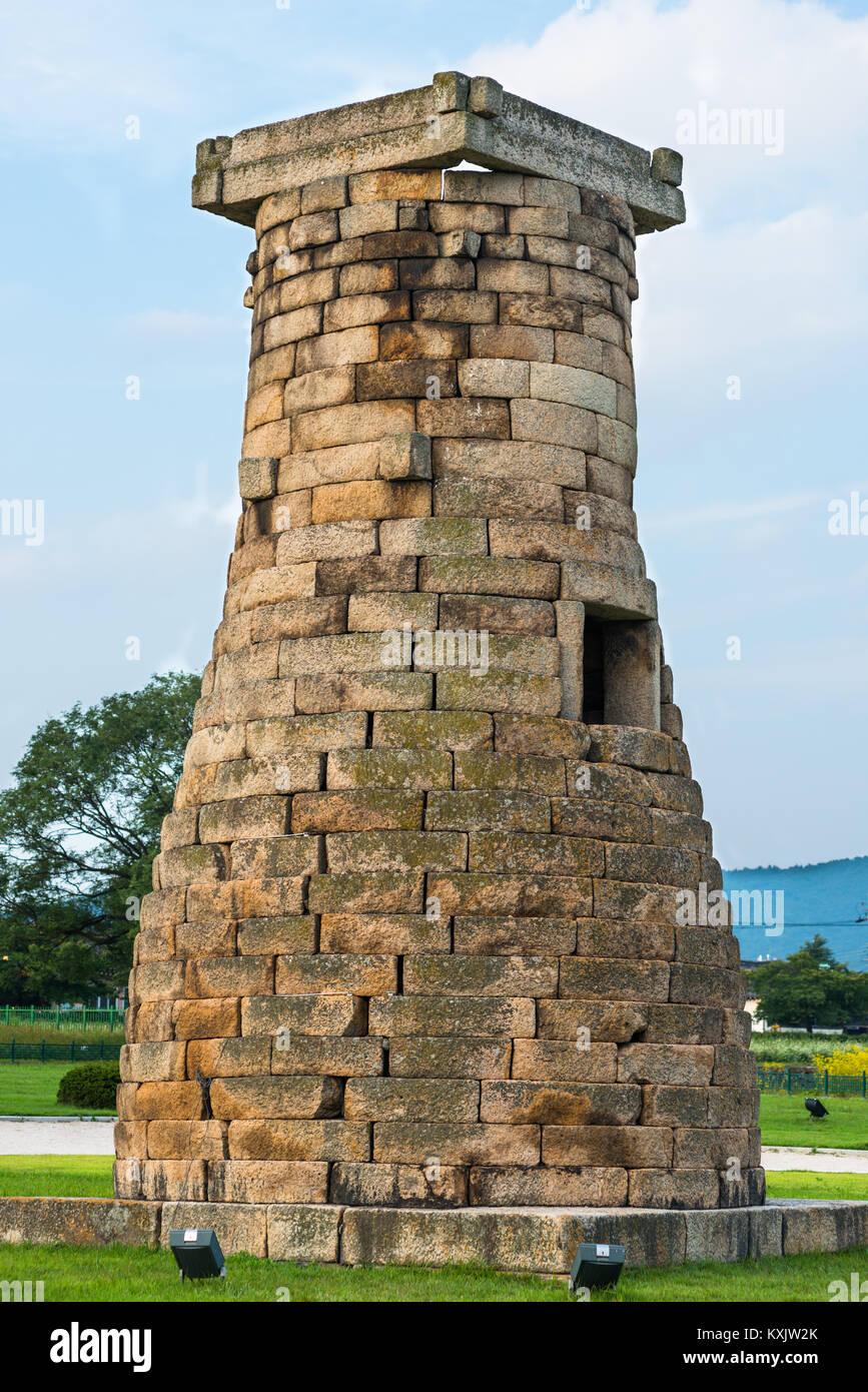 Cheomseongdae Astronomical Observation Tower, Royal Tombs burial mounds, Tumuli park, UNESCO, Gyeongju, Gyeongsangbuk Stock Photo
