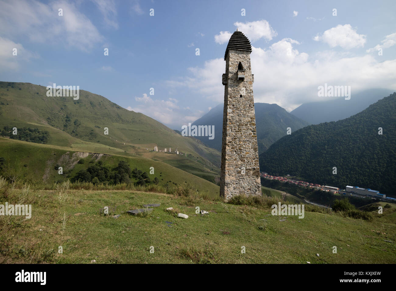 Military medieval tower ('combat', 'war' watchtower) of Vainakh architecture, Chechen mountains - Stock Image