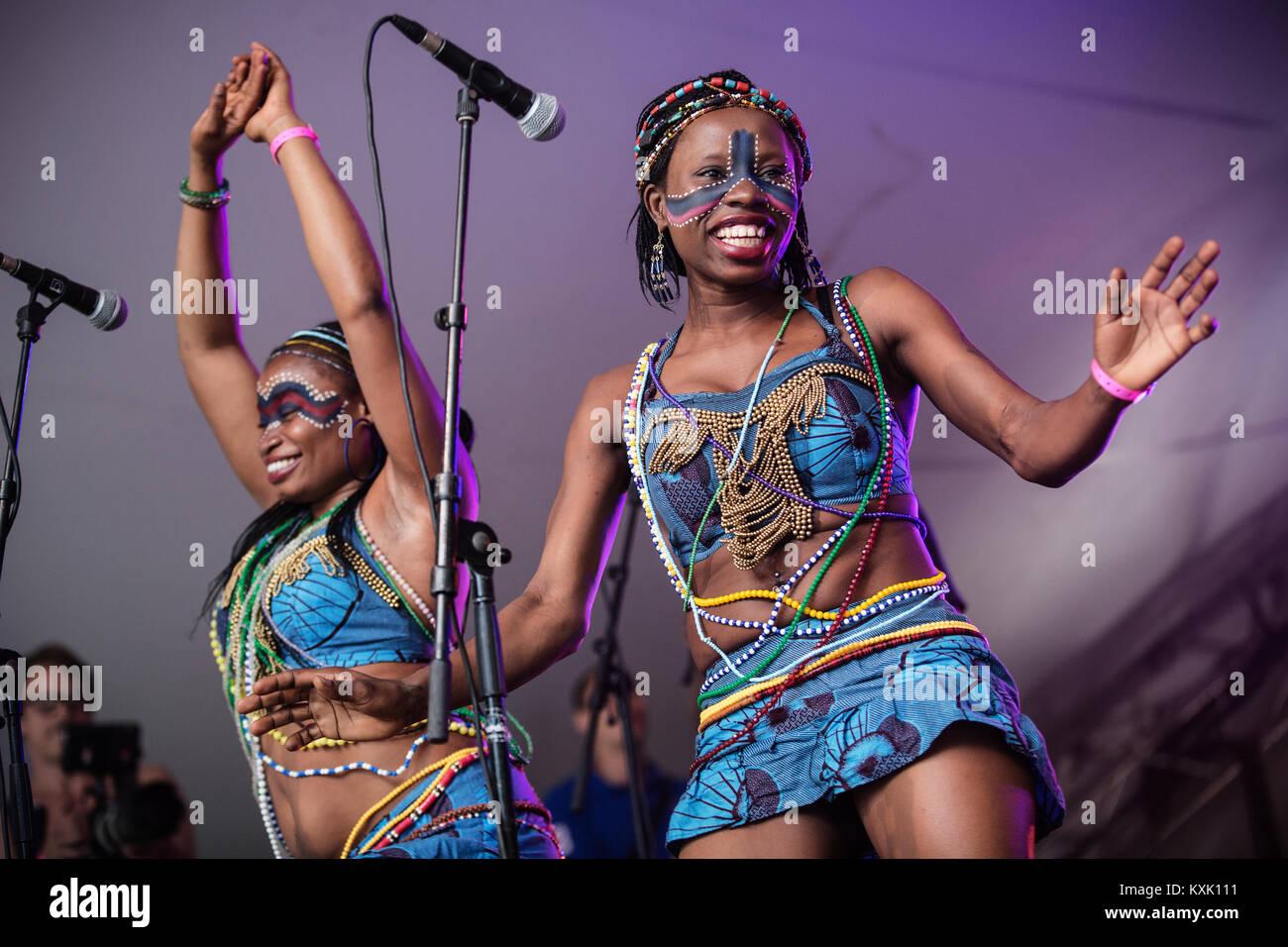 Fela Kuti Stock Photos & Fela Kuti Stock Images - Alamy