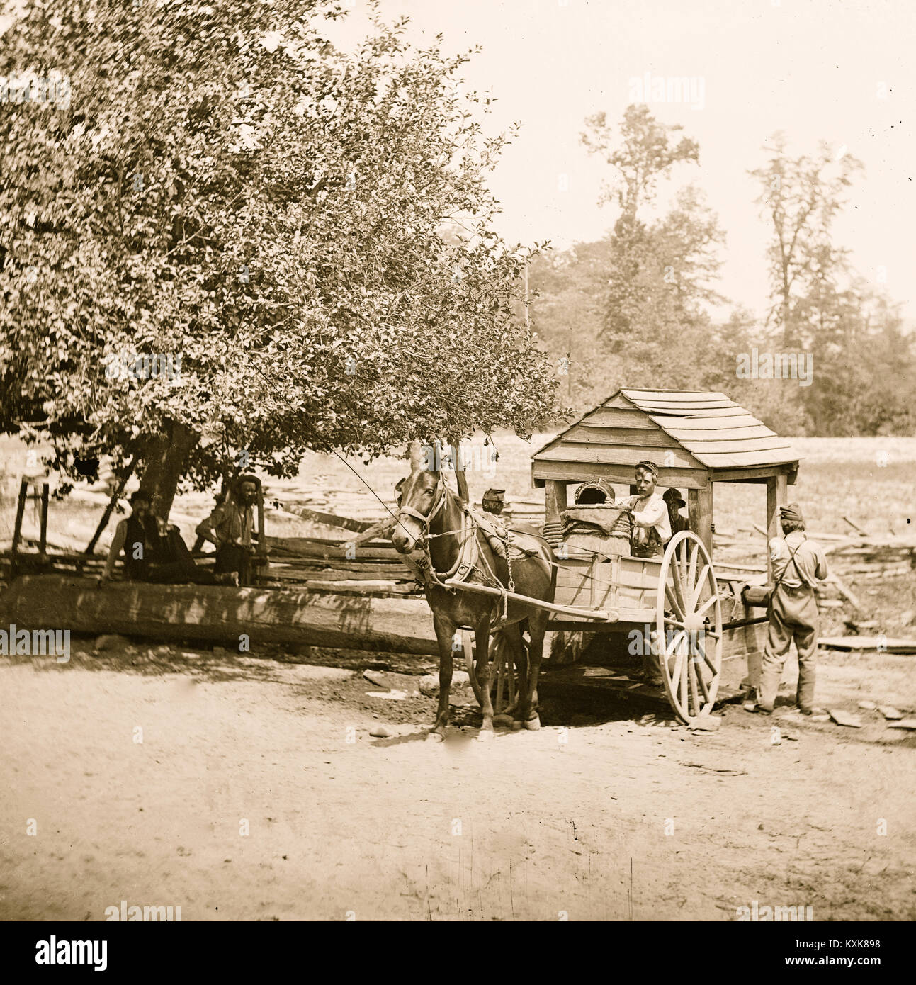 Fredericksburg, Virginia. Soldiers filling water cart. Army of the Potomac - Stock Image