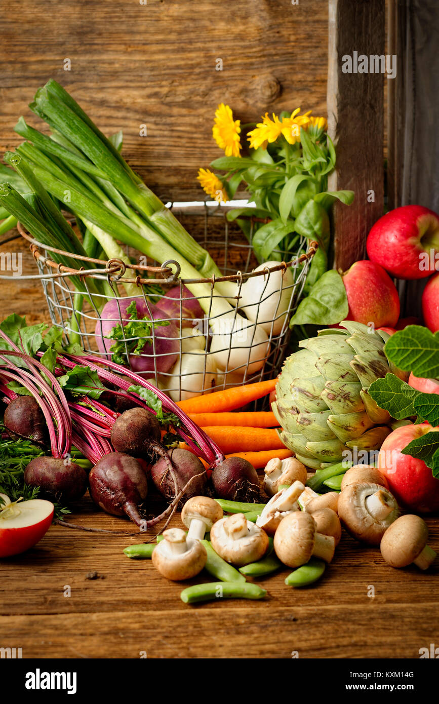 Autumn harvest of vegetables and apples - Stock Image