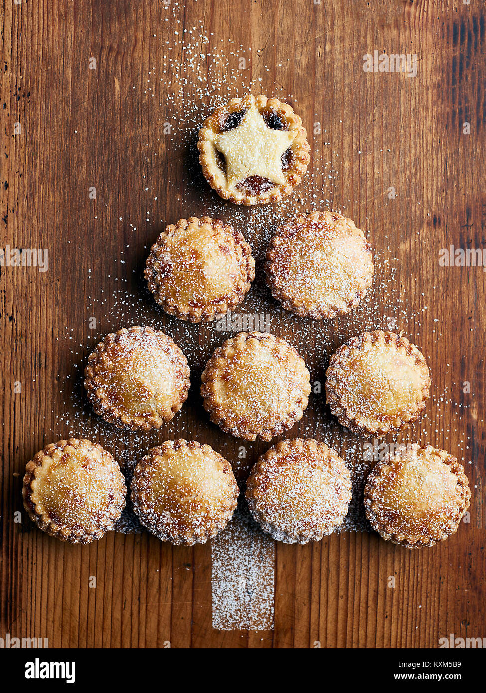 Mince pies in shape of Christmas tree,overhead view - Stock Image