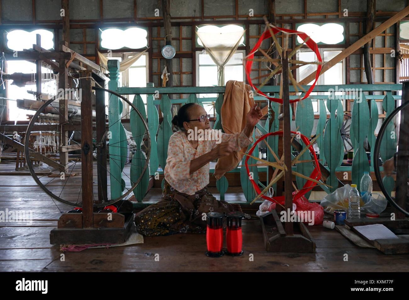 NYAUNGSHWE, MYANMAR - CIRCA APRIL 2017 Weaving factory - Stock Image