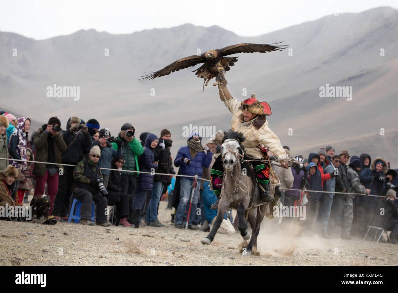 Golden eagle hunter Kazakh eagle festival Bayan Ölgii Ulgii Stock Photo