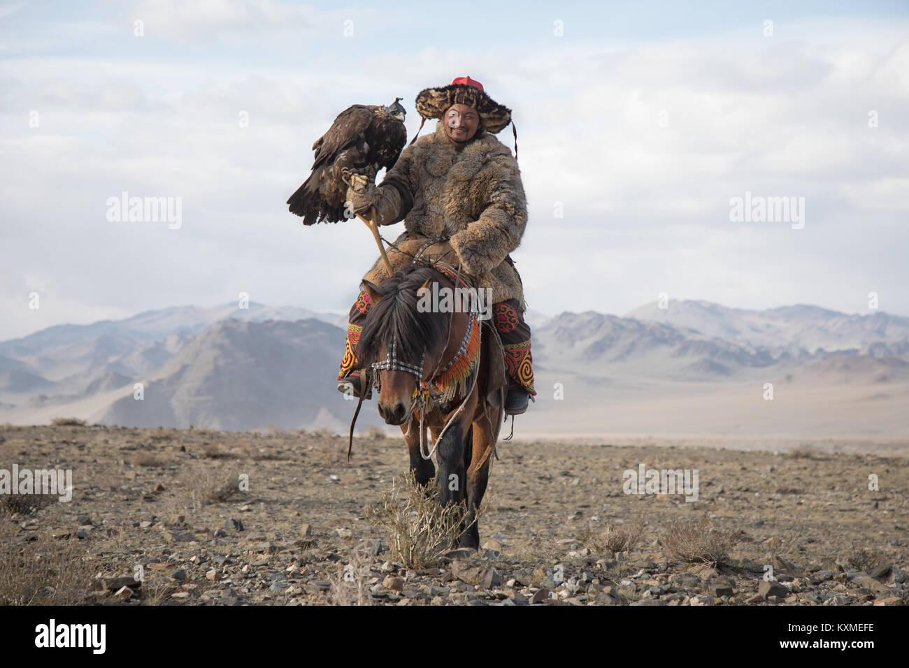 Golden eagle hunter Kazakh eagle festival Bayan Ölgii Ulgii - Stock Image