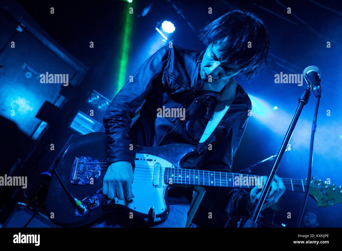 Cambridge, UK. 10th Jan, 2018. Vocalist Ryan Jarman of English indie rock band The Cribs peform live at the Cambridge Stock Photo