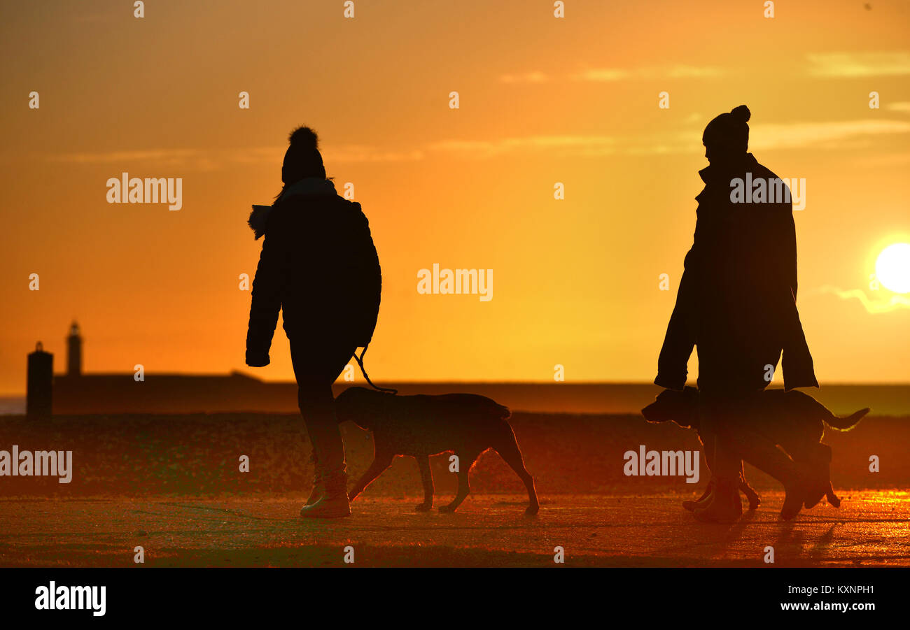 Newhaven, UK. 10th Jan, 2018. Stunning sunet at Newhaven after a glorious bright winter day. Credit: Peter Cripps/Alamy Stock Photo