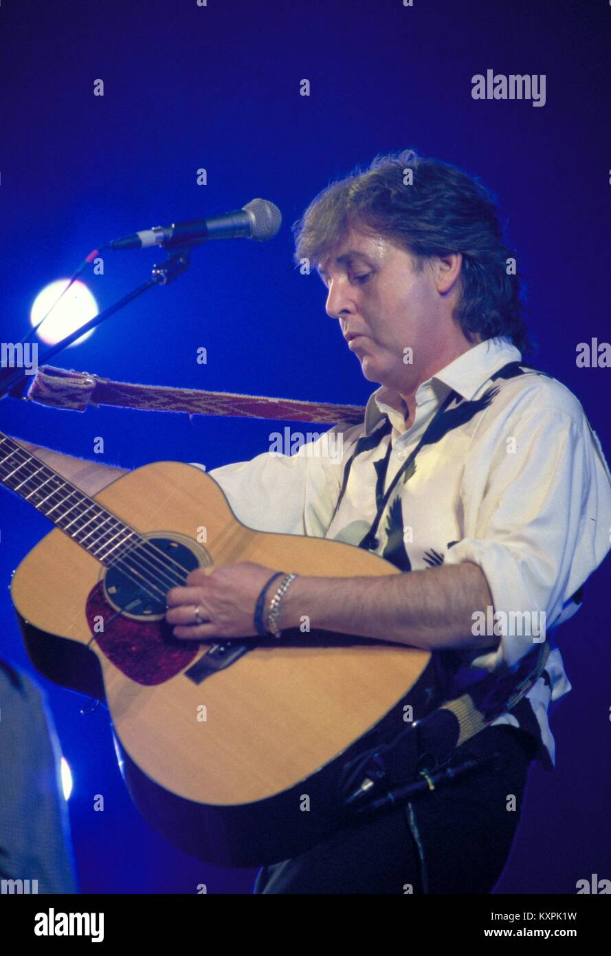 Paul McCartney performing in Mexico City during The New World Tour on November 27, 1993. ** NO MEXICO ** © - Stock Image