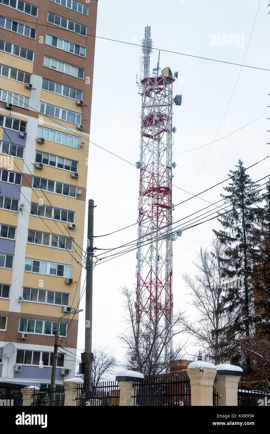 Transmission TV antenna next to an apartment building Stock Photo