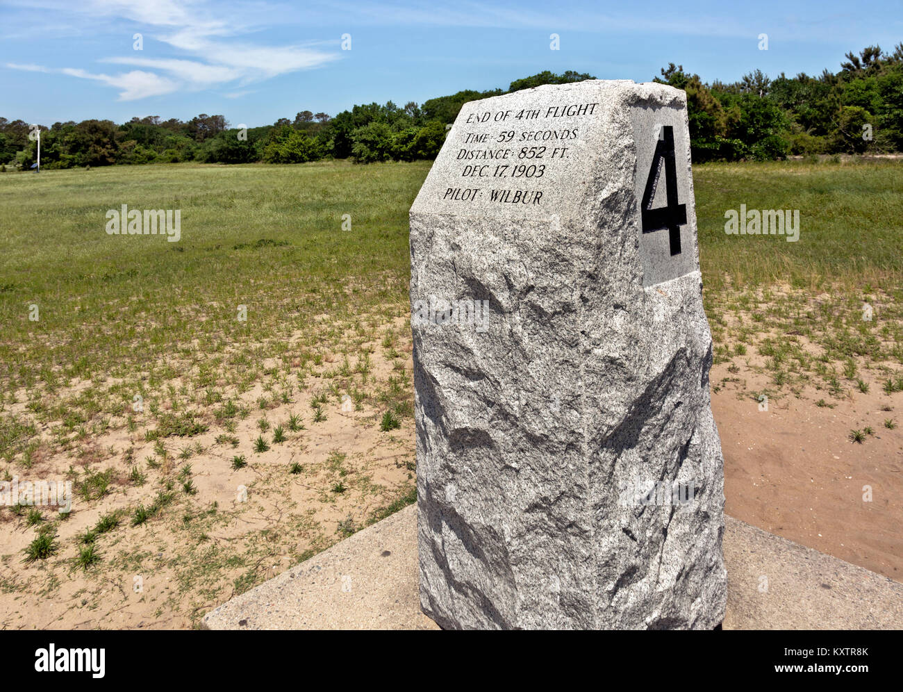 NC01247-00...NORTH CAROLINA - Marker for the 4th successful flight of the Wright brothers airplane at Kitty Hawk. - Stock Image