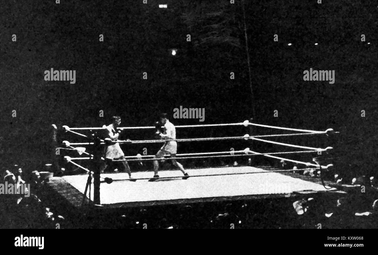 Combat Sport - British Boxing history - An international boxing match between France & England at Empire Pool - Stock Image