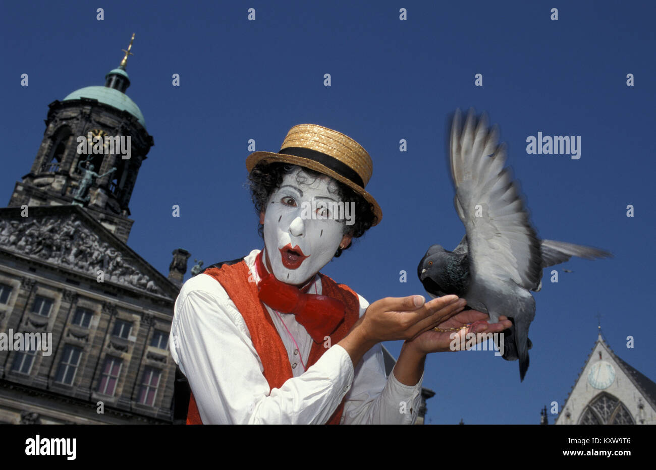 The Netherlands. Amsterdam. Mime player on DAM square. Street theatre. - Stock Image