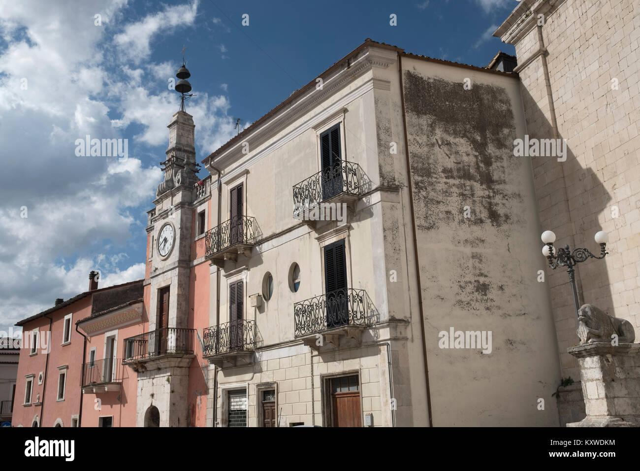 Popoli (L'Aquila, Abruzzi, Italy): historic buildings in Piazza della Liberta, the main square of the city - Stock Image