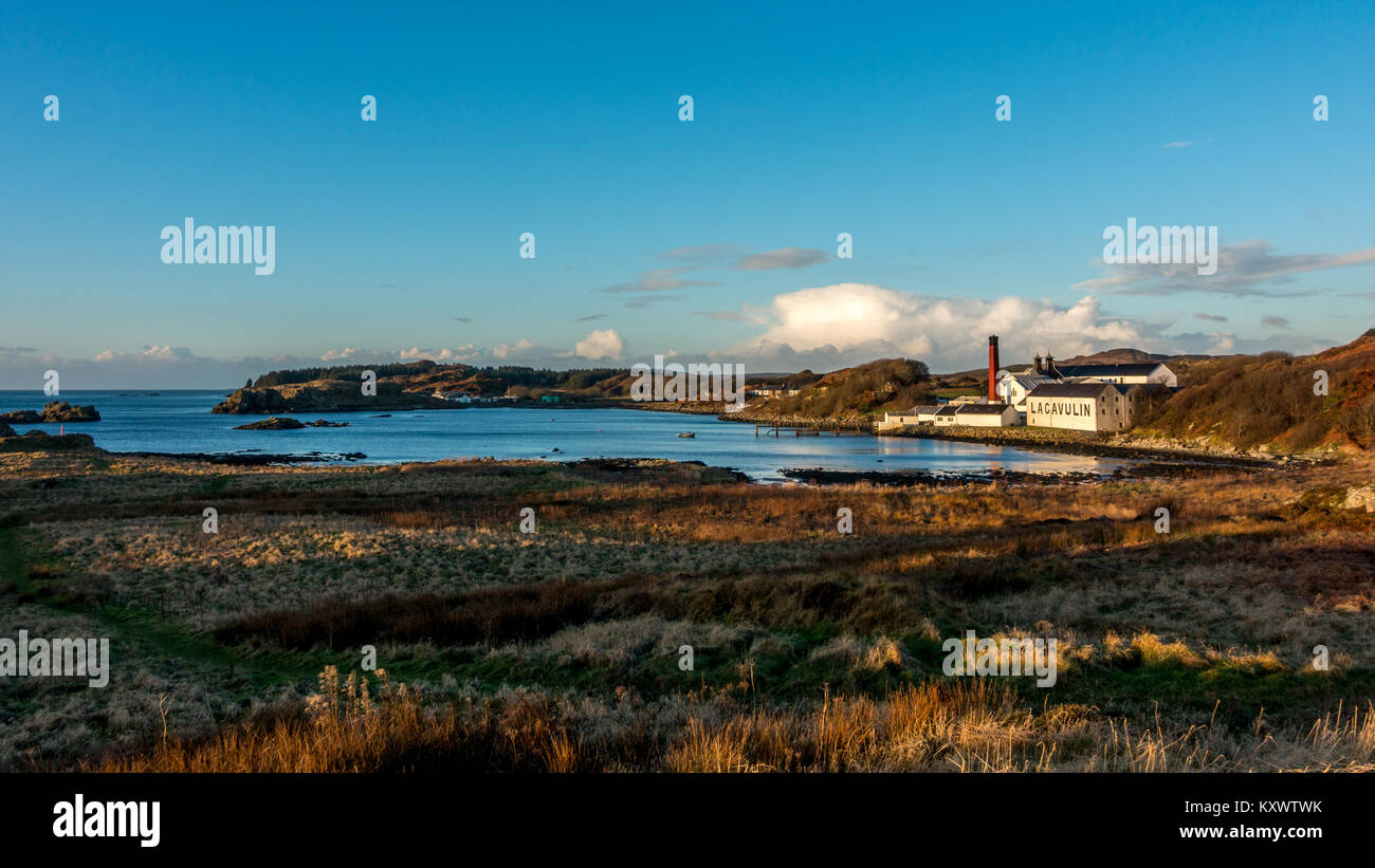 Beautiful landscape of Lagavulin Whisky Distillery in the bay on a sunny day, Isle of Islay, Scotland - Stock Image
