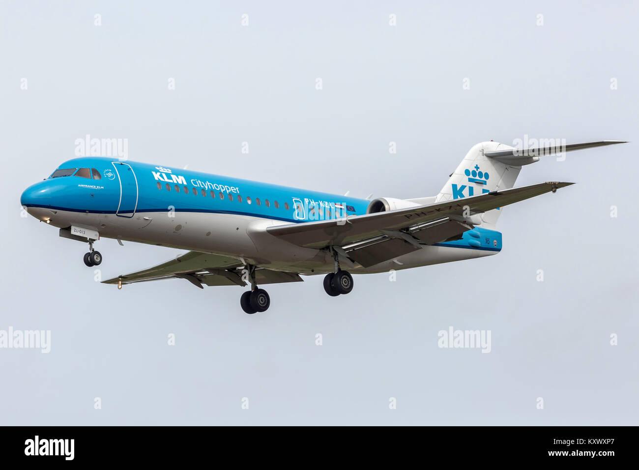 KLM Cityhopper Fokker F-70 landing at Newcastle Airport - Stock Image