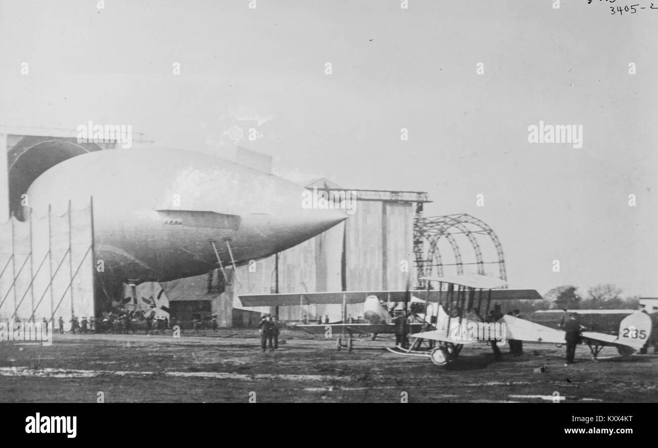 British airship, PARSEVAL & army aeroplanes - Stock Image