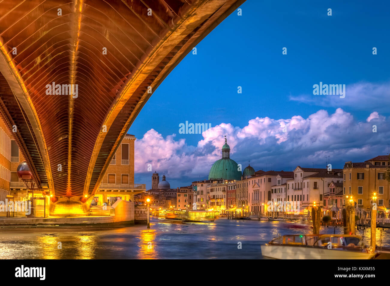 The Grand Canal and pedestrian bridge at Piazzale Roma at night in Veneto, Venice, Italy, Europe. - Stock Image